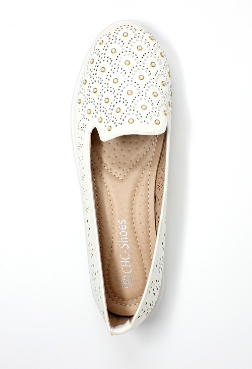 Pamela Scott White Lightweight Pump with Decorative Stones