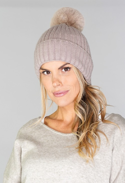 Pamela Scott BEIGE BOBBLE HAT