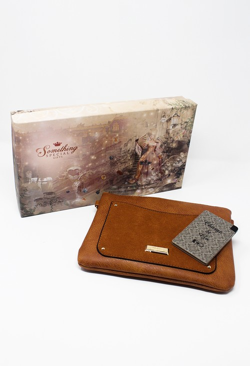 Something Special Tan Clever Clutch Gift Set