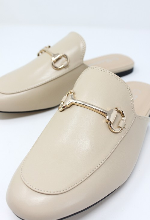 Shoe Lounge Beige Apron Front Slide