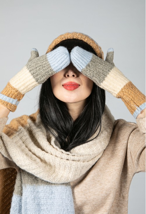 Pieces Colour Block Mittens in Dusted Blue