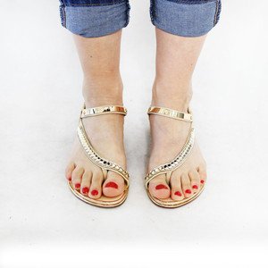 Lunar Beige Elastic Back Glam Toe Post Sandal
