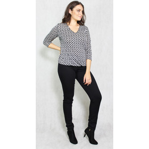Zapara Black & White Pattern V-Neck Top